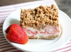 Frozen Strawberry Crunch Cake : a creamy frozen treat made with fresh strawberries and topped with crunchy Nature Valley granola bars. Easy to make and perfect for a hot summer day!