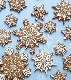 Gingerbread Snowflake Cookies www.peggyporschen.com
