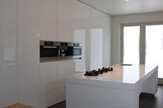 Ons fotoalbum - Keukencentrum Maastricht - Keukenzaak Coninx keukens te Zuid-Limburg Kitchen Cabinets, Lak, Table, Furniture, Design, Home Decor, Photograph Album, Decoration Home, Room Decor