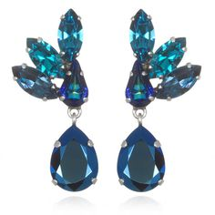 Frangos Blue Feather Earrings (265 BRL) ❤ liked on Polyvore featuring jewelry, earrings, accessories, blue feather earrings, swarovski crystal earrings, blue swarovski crystal earrings, feather jewelry and blue color earrings