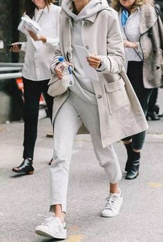 Street Style Looks to Copy Now Street Style Fashion / Fashion Week Week Style Casual, Casual Fall, Casual Outfits, Cute Outfits, Trendy Style, Casual Chic, Winter Outfits, Smart Casual, Sporty Chic Style
