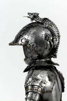 Boy's armour known as the Jeffrey Hudson's armour. Probably English, about Dragon perched on helmet. Helmet Armor, Suit Of Armor, Arm Armor, Body Armor, Ancient Armor, Medieval Armor, Medieval Fantasy, Samurai, Larp