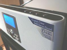 ノルウェーは、FMラジオ放送の停止を決めた世界初の国となった。2017年1月からFM放送が停止され、デジタルオーディオ放送(DAB)に完全移行する。|Radio.noのリリースが引用している調査会社TNS Gallup社が2015年に行った調査によれば、ノルウェーでは55%の世帯がDAB対応のラジオを1台は所有しており、全リスナーの56%が毎日ラジオをデジタルで聴いている。同社の推定では790万台のラジオがFM放送停止の影響を受け、アップグレードか、リサイクルする必要があるという。