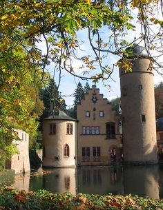Mespelbrunn Castle, one of the most visited water castles in Germany (by NeeS).