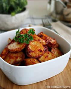 Delicious Spanish Recipes To Food with Love: Patatas Bravas (Spicy Potatoes). not friedTo Food with Love: Patatas Bravas (Spicy Potatoes). not fried Tapas Recipes, Mexican Food Recipes, Vegetarian Recipes, Cooking Recipes, Healthy Recipes, Spanish Recipes, Spanish Food, Tapas Ideas, Spanish Cuisine