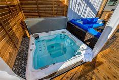 Mach es Dir zuhause gemütlich. Pool Spa, Innovation, Have A Shower, Concrete Slab, Water Flow, Go Shopping, Serenity, Tub, Relax
