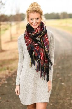 In this round up of 25 Awesome and Stylish Scarf Outfit Ideas you will find styles and ideas for any season. Because even in Summer you can use them!