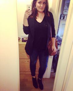 Blazer, tee, jeans and boots for dinner with friends
