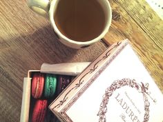 How to start a working day??? We started with a good tea and marvelous macarons ...What about you?