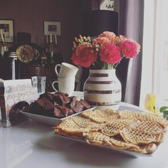 Flowers and waffles and brownies. Oh my! #brownies #carnations #nelliker #vaffler #waffles #atmyparentshouse