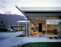 The Richard Neutra Kaufmann House. - The Richard Neutra Kaufmann House. Richard Neutra, Richard Meier, Palm Springs, Casa Kaufmann, Modernism Week, Natural Furniture, Plant Lighting, Desert Homes, Los Angeles Homes
