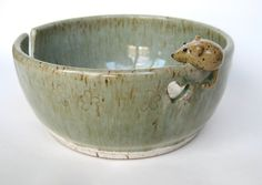 Rufus yarn keeper / bowl in speckled oatmeal by ClaymatesPottery