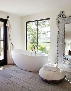 22 Bathtubs with a View: Neutral Bathroom with Inlay Mirror
