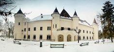 În centrul micuţului dar cochetului municipiu Carei, cândva capitală a comitatului Sătmar, a reuşit să supravieţuiască mai multe secole o clădire care a devenit astăzi, după o reabilitare capitală, principala atracţie turistică a judeţului Satu Mare. Visit Romania, Notre Dame, Castles, Mansions, Palaces, Country, Architecture, House Styles, Building