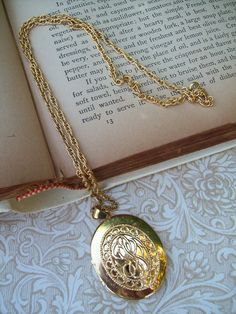 Vintage Gold Locket and Chain Necklace.