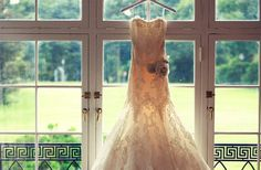12 Must-Have Wedding Photos for 2012