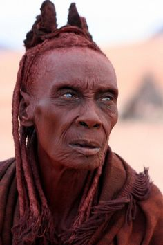 Africa (Namibia) : Himba people This is Ohma. She is probably about 79 years old and she belongs to the Himba people, one of the last semi-nomadic tribes in Africa. She was the wife of the chief.