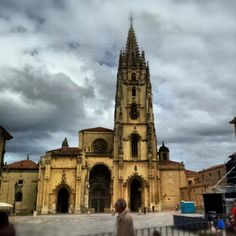Oviedo / Uviéu in Asturias Four Square, Notre Dame, Barcelona Cathedral, Spain, Places To Visit, Europe, Building, Cupcakes, Travel
