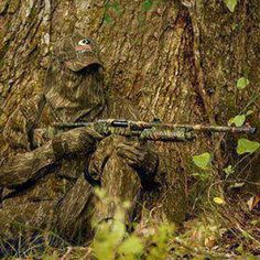 Mossy Oak Camo Ghillie Education In a hunting enthusiast named Toxey Haas, intent on making a better camouflage, gathered a bag of debris, Survival Prepping, Survival Gear, Survival Skills, Special Ops, Special Forces, Bushcraft, Types Of Camouflage, Turkey Hunting Season, Ghillie Suit