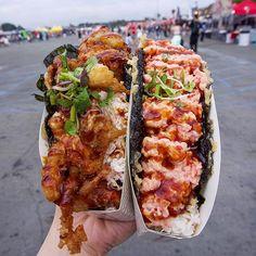 a sushi taco? There is a sushi taco. You want a sushi taco? There is a sushi taco. Sushi Burger, Sushi Taco, Sushi Food, Taco Food, Sushi Burrito, Sushi Sushi, Sushi Rolls, Food Trucks, Hamburgers