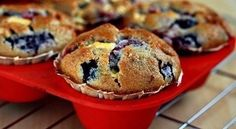 Berry muffins with white chocolate Ingredients: Lemon juice - 2 tsp. Flour - 260 g Baking I Love Food, Good Food, Yummy Food, Mixed Berry Muffins, White Chocolate Muffins, Oatmeal Muffins, Mixed Berries, Yummy Cupcakes, Sweet Recipes