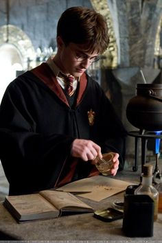 Harry kickin' butt in Potions' class with the help of the Half Blood Prince