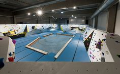 Das Climbmax bietet allen Kletterfreunden ein einzigartiges Kletteruniversum – erschaffen von leidenschaftlichen Kletterern, die hier verwirklichen, was sie sich immer gewünscht und in allen anderen Hallen Deutschlands vermisst haben.  In Kletterausstattung, -vielseitigkeit und -qualität erheben wir den Anspruch, uns von allen anderen Hallen abzuheben. Wir setzen auf optimale Entwicklungsmöglichkeiten für jeden Kletterfreund. Ob Neueinsteiger, Hobbysportler oder Profi – im Climbmax kommt…