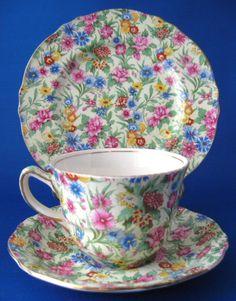Vintage Meets Modern: A Classic Lifestyle New Look - Popular Vintage Tea Cup Saucer, Tea Cups, Vintage Tea, Vintage China, Silver Tea Set, Teapots Unique, Antique Glassware, Teapots And Cups, Tea Accessories