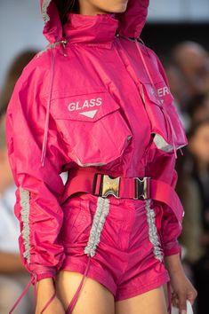 Byblos at Milan Fashion Week Spring 2019 - Damen Mode 2019 Sport Fashion, Look Fashion, Fashion Clothes, Runway Fashion, High Fashion, Fashion Outfits, Fashion Design, Fashion Trends, Teen Fashion