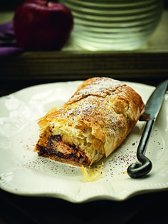 apple strudel with chocolate. concept & styling of photo shooting: Antonia Kati photo shooting: Vangelis Paterakis Greek Sweets, Greek Desserts, Greek Recipes, Sweets Cake, Cupcake Cakes, Sugar Free Deserts, Vegetarian Recipes, Cooking Recipes, Chocolate Sweets