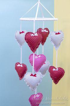 Móvil de corazones para el bebé  #manualidades #DIY