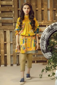 Girls Dresses Sewing, Stylish Dresses For Girls, Stylish Dress Designs, Stylish Outfits, Simple Pakistani Dresses, Pakistani Fashion Casual, Pakistani Dress Design, Indian Fashion, Girls Frock Design