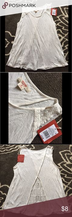 Cream sleeveless top with lace detail NWT Brand new with tags cream colored sleeveless top - super cute lace detail on top of shoulder and bottom in the back - see pics - size M Mossimo Supply Co Tops Tank Tops