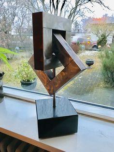 Modern Art Sculpture, Geometric Sculpture, Metal Art Sculpture, Outdoor Sculpture, Geometric Art, Art En Acier, Small Wooden Projects, Steel Gate Design, Steel Art