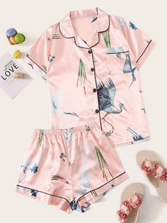 To find out about the Crane Print Satin Shirt With Shorts PJ Set at SHEIN, part of our latest Night Sets ready to shop online today! Cute Pajama Sets, Cute Pjs, Cute Pajamas, Pj Sets, Boys Pajamas, Night Outfits, Girl Outfits, Fashion Outfits, Outfit Night