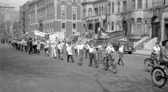 Parade de la Saint-Jean-Baptiste. (1945)