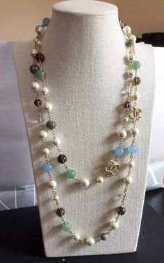 2 CC hardware adorned with green/blue/grey glass Chanel Pearl Necklace, Chanel Pearls, Chanel Jewelry, White Necklace, Jewelery, Beaded Necklace, Chanel Chanel, Fashion Necklace, Fashion Jewelry
