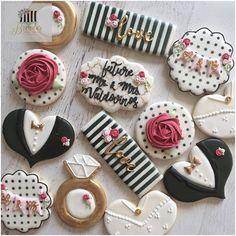 Kate Spade Inspired Bridal Shower Cookies. #bridalshower #bridetobe #bridalshowercookies #katespade #katespadebridalshower #cookies #cookieart #decoratedcookies #morenovalley #riverside #corona #eastvale #ranchocucamonga #anaheim #anaheimhills #pasadena #newportbeach