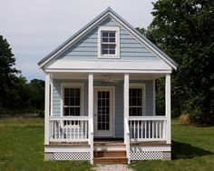 550 Sq. Ft. Tiny Cottage with Floor Level Bedroom