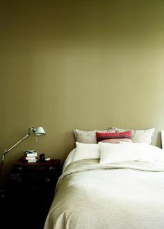 Une chambre décorée dans un camaïeu de beige, bedroom, chambre, couleurs chambre
