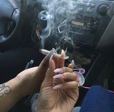 Pass it to bff Fille Gangsta, Gangsta Girl, Weed Girls, 420 Girls, Boujee Aesthetic, Bad Girl Aesthetic, Girl Smoking, Smoking Weed, Rauch Fotografie
