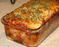 This parmesan meatloaf recipe is gluten free so everyone can enjoy the deliciousness!This parmesan meatloaf recipe is gluten free so everyone can enjoy the deliciousness! Think Food, I Love Food, Good Food, Yummy Food, Beef Dishes, Food Dishes, Main Dishes, Hamburger Dishes, Hamburger Recipes
