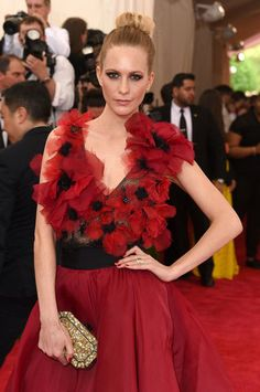 The 23 most unforgettable beauty looks from the Met Gala 2015 red carpet–Poppy Delevingne.