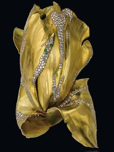 """Bracelet « Parrot Tulip » signé JAR Or , Diamant, Grenat vert, vendu à $ 3.66 millions USD , Christie's Genève 11 novembre 2014 ( 2éme prix le plus élevé pour un bijou signé JAR dans l'actualité bijoux après la broche « Camellia Ruby » de JAR vendue en mai 2012 chez Christie's à $4.323.240 USD ) Bracelet """"Parrot Tulip"""" Signed Jar Gold, Diamond, Garnet Green, sold at $ 3.66 million USD, Christie's Geneva 11 November 2014 (2th the highest price for a jewel signed in the jar News Jewelry after…"""