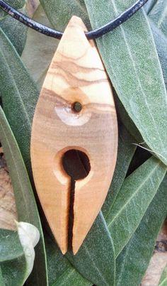 Olive Holz Maori Stil entworfen und geschnitzt von Eric