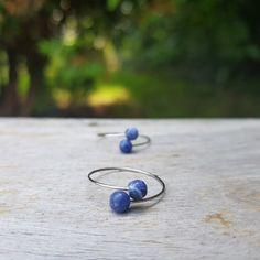 Originalita a nevšednost nás moc baví...a proto tu máme další neokoukané novinky. Tentokrát jde o prstýnky s přírodními minerály (olivín, sodalit) a také s přírodní říční perlou. Gemstone Rings, Silver Rings, Gemstones, Jewelry, Design, Jewlery, Gems, Jewerly, Schmuck