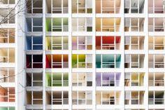Deserted residential tower reveals its colours - Verlaten Rabottoren onthult regenboogkleuren