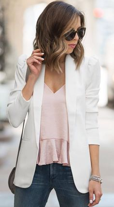 what to wear with a white blazer : pink top jeans bag Spring Outfits Women, Trendy Outfits, Work Outfits, Nude Tops, Pink Tops, Spring Fashion Trends, Fashion 2017, Office Look Women, White Top And Jeans