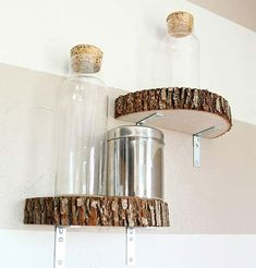 Love these log slice shelves. Unique Shelves, Nature Crafts, House In The Woods, Wood Art, Sconces, Kitchen Design, Diy And Crafts, Wall Lights, Sweet Home