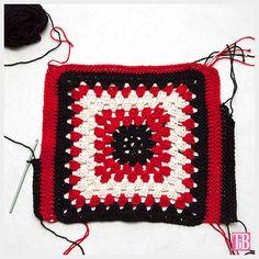 DIY Miu Miu Crochet top in progress by Trinkets in Bloom Mode Crochet, Crochet Diy, Crochet Girls, Crochet Granny, Crochet Motif, Double Crochet, Crochet Stitches, Crochet Hats, Miu Miu